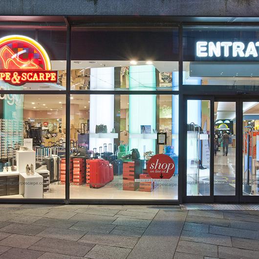Negozi scarpe scarpe scarpe centro commerciale parco dora for Tacchi arredamenti